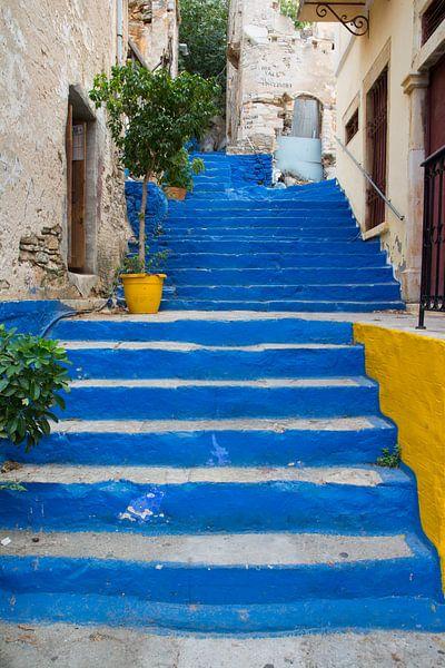 Kleurrijke trap in Griekenland van Lifelicious