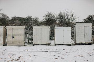 Chalets de plage dans la neige sur Percy's fotografie
