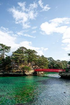 Rode brug in Matsushima Bay van Mickéle Godderis