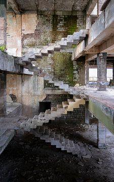 Verlaten Trap van Escher. van Roman Robroek