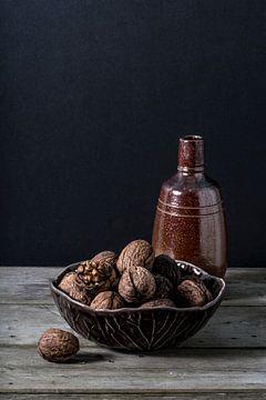 Walnoten en fles van Susan Lambeck
