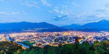 Innsbruck en Autriche le soir sur Werner Dieterich