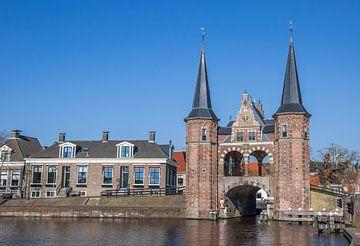 Historische waterpoort in de Friese elfstedenstad Sneek van Marc Venema