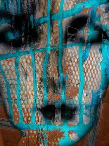 Het gezicht met cyaanblauwe strepen van Gabi Hampe