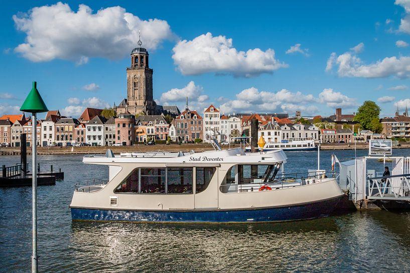 Pontje in de IJssel bij Deventer van VOSbeeld fotografie