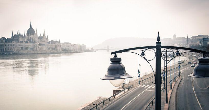 Parlementsgebouw van Budapest aan de Donau van Ellis Peeters