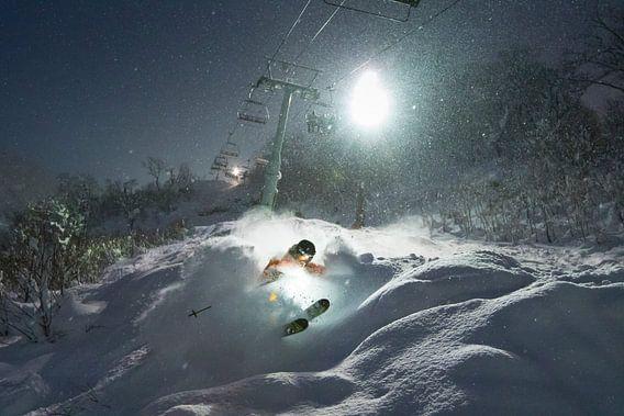 Nacht Skiën in Niseko Hokkaido Japan van Menno Boermans