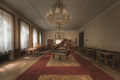 Balzaal met piano van Perry Wiertz