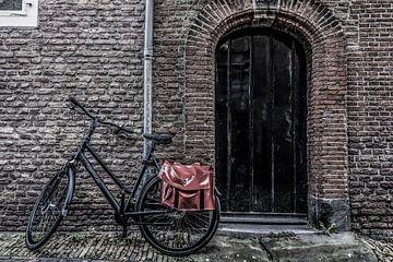 Tür und Fahrrad von Ans Bastiaanssen