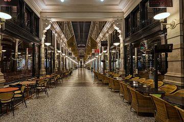 Passage Den Haag bij Nacht. van Robert Jan Smit
