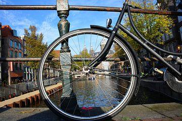 Fahrrad auf dem Kanal von Amsterdam von My Footprints