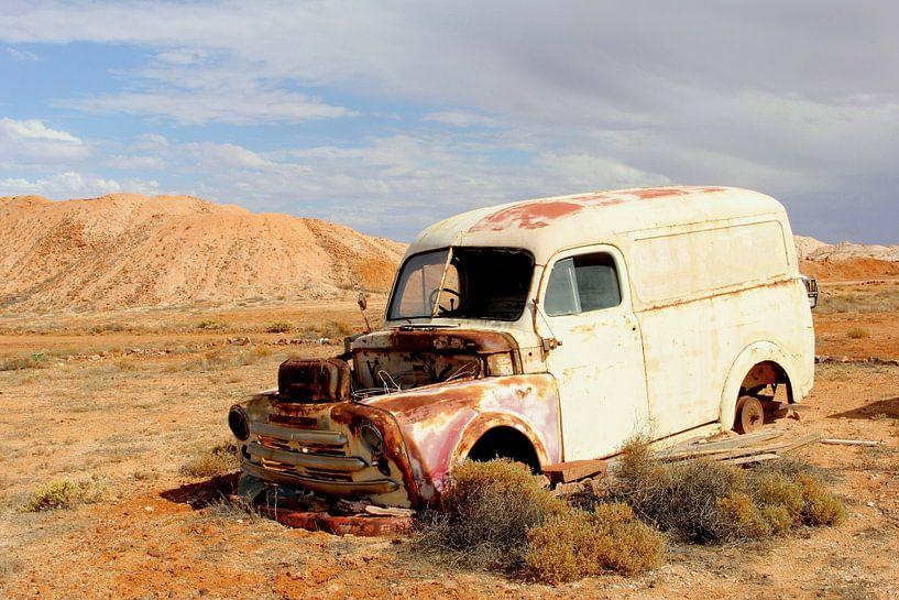 Busje, Outback Australië van Inge Hogenbijl