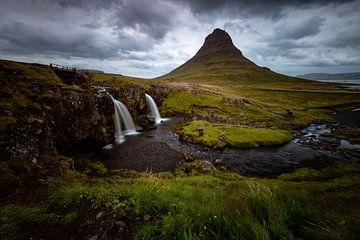 Isländischer Wasserfall von Michael Bollen