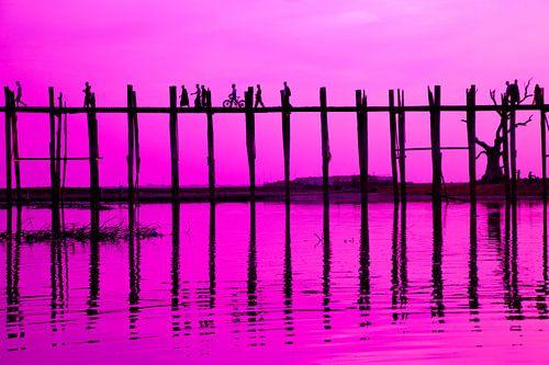 Zonsondergang U-Bein brug in Mandalay, Myanmar van