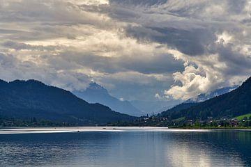 Dramatischer Himmel über dem Weissensee von WittholmPhotography
