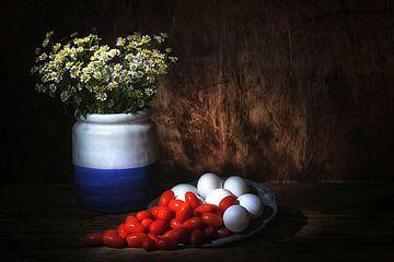 Stilleven met witte eieren en sherry tomaatjes van Saskia Dingemans