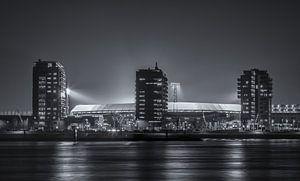 Feyenoord stadion De Kuip tijdens een Europa League avond (Zwart-wit)