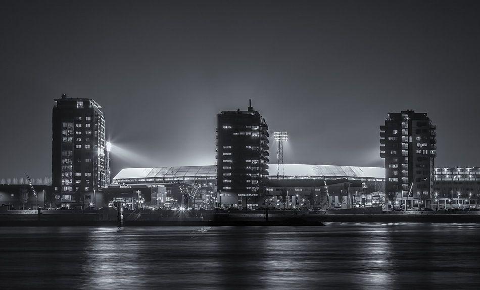 Feyenoord stadion De Kuip tijdens een Europa League avond (Zwart-wit) van Tux Photography