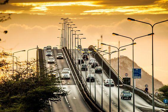 Verkeer over de Julianabrug Curacao