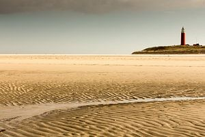 Vuurtoren op Texelse strandLighthouse on Texel Beach,Leuchtturm am Strand von TexelPhare sur la plag van