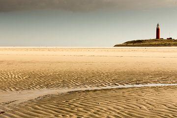 Vuurtoren op Texelse strandLighthouse on Texel Beach,Leuchtturm am Strand von TexelPhare sur la plag von