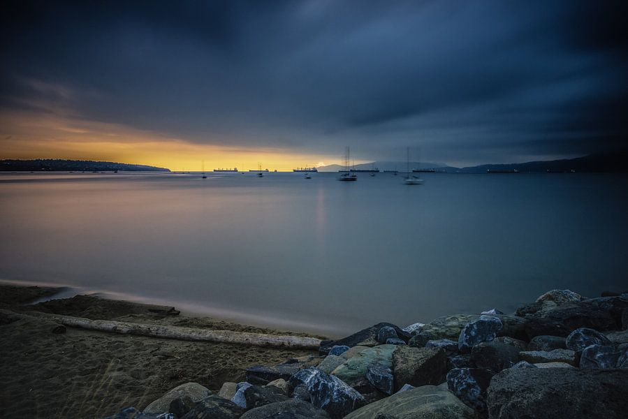 Zonsondergang aan de Engelse Baai van Peter Vruggink