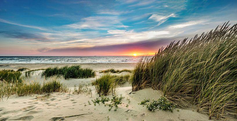 Paal 15 duin zonsondergang - Texel van Texel360Fotografie Richard Heerschap