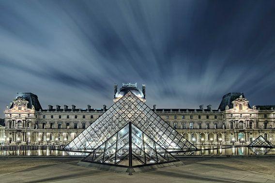 Pyramide moderne van Arnaud Bertrande