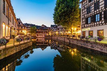 La Petite France à Strasbourg le soir sur Werner Dieterich