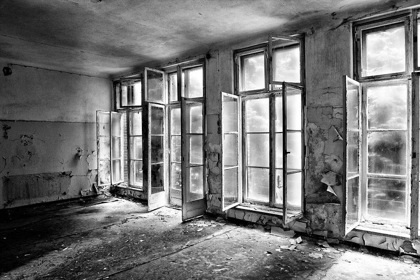 Windows in a Russian Hospital van Eus Driessen