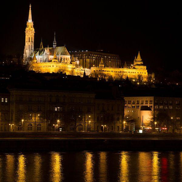 De burchtheuvel in Boedapest Hongarije van Willem Vernes