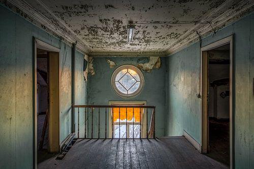 Verlaten zolderverdieping in een herenhuis
