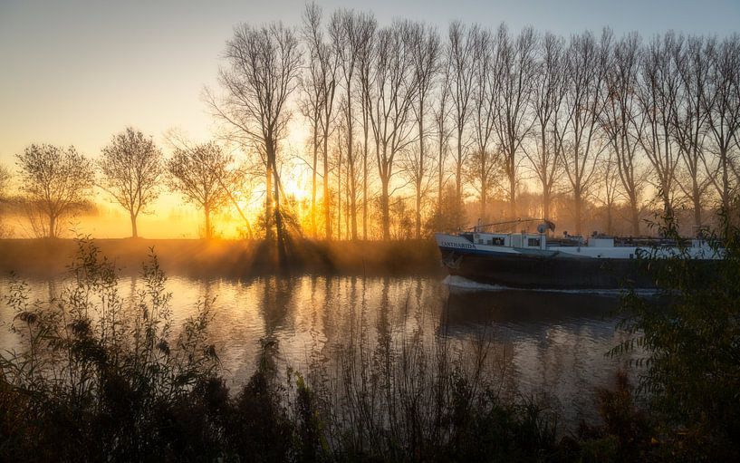 zonsopkomst langs de schelde in Gent - Belgie van Krist Hooghe