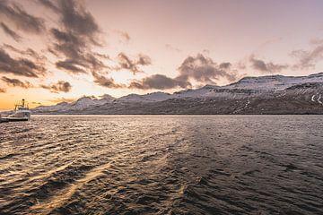 Sunrise over Fáskrúðsfjörður van