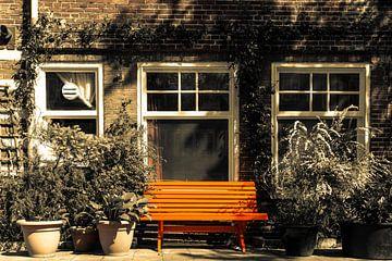 Oranje bankje van Juul van Wandelen