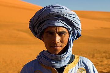 Toeareg in de Sahara bij Erg Chebbi van Dennis Wierenga