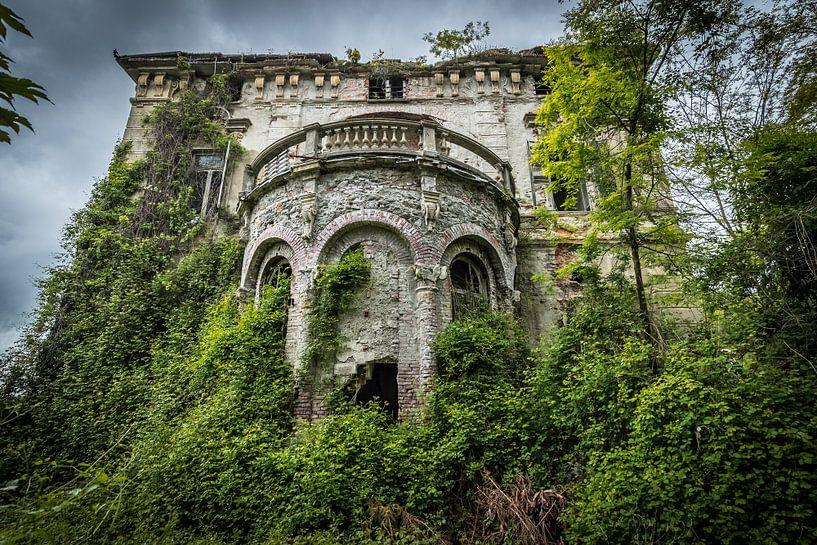 Verlaten villa van Inge van den Brande