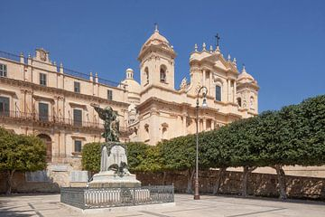 Kriegerdenkmal, Kathedrale Dom San Nicolo, Noto, UNESO Weltkulturerbe, Vale di Noto, Provinz Syrakus