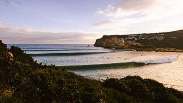Zonsondergang en surf golven in Portugal van Jop Hermans