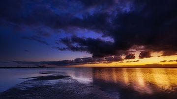 Verstilde zonsondergang op IJsselmeer van Jenco van Zalk