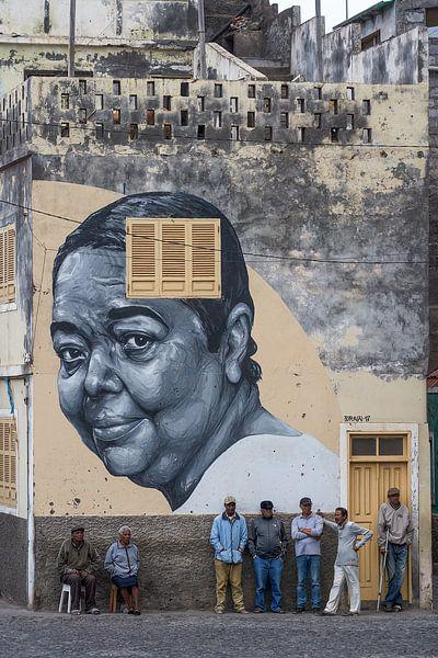 Muurschildering van Cesária Évora van Jeroen Kleiberg