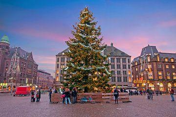 Kerstmis op de Dam in Amsterdam Nederland bij zonsondergang sur Nisangha Masselink