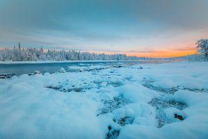 Zweden zonsondergang in winter van
