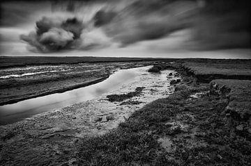 Wolkenexplosie boven het Nieuwlandsreid (zwart&wit) von Remco de Vries