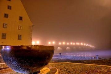 Stenen brug naar Regensburg bij nacht van Roith Fotografie