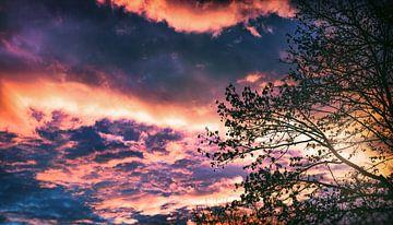 Vredige dageraad in de lente met spectaculaire wolken .... van Jakob Baranowski - Off World Jack
