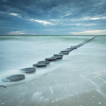 Buhnen im Meer von Tobias Luxberg