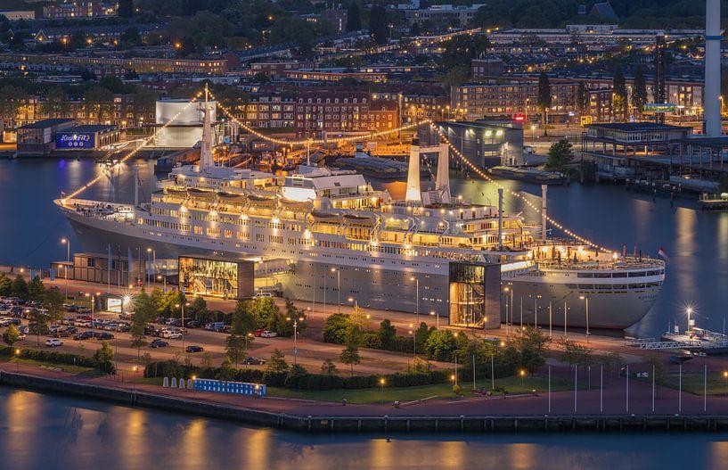 Het stoomschip ss Rotterdam in Rotterdam by Night van MS Fotografie   Marc van der Stelt