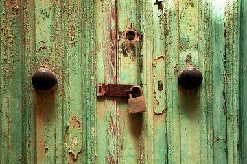 Verroest deurslot met grendel van Jürgen Wiesler