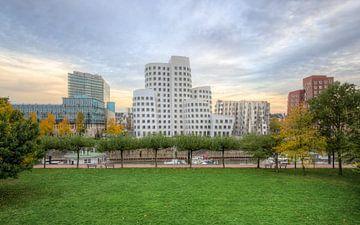 Gehry Buildings Dusseldorf sur Michael Valjak